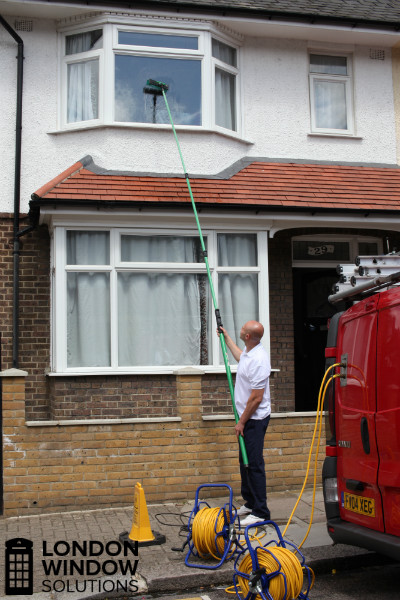 window cleaner using water fed pole system for external cleaning